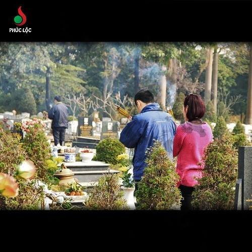 Văn khấn gia tiên ngoài mộ trước ngày giỗ